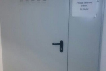 drzwi stalowe przeciwpożarowe z kratką wentylacyjną
